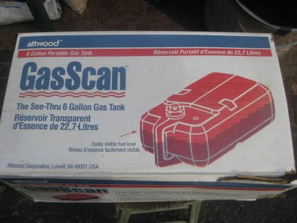 Photo 5 gallon Plastic outboard motor tank - $20 (Brookfield)