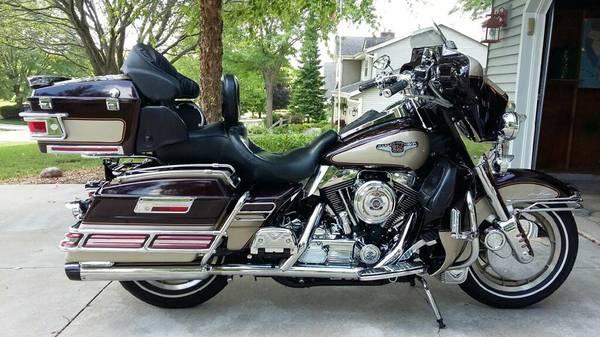 Photo 95th Anniversary 1998 Harley Davidson Ultra Classic - $9,900 (Muskego)