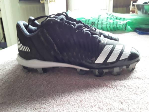 Photo Adidas Baseball Cleats, Male size 6 - $15 (Milwaukee - South)