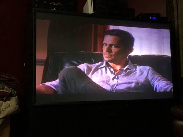 Photo Big Screen TV (Caledonia)