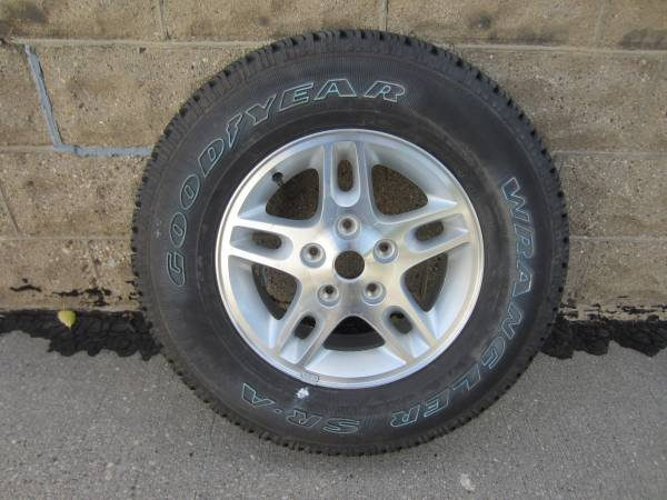 Photo Brand New 2457016 Goodyear Wrangler SRA on Factory Jeep Cherokee Rim - $125 (Southside Milwaukee Near Miller Park)