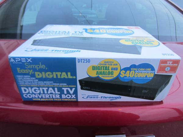 Photo Brand New APEX Digital TV Converter Box Sealed in Original Box - $20 (Southside Milwaukee Near Miller Park)