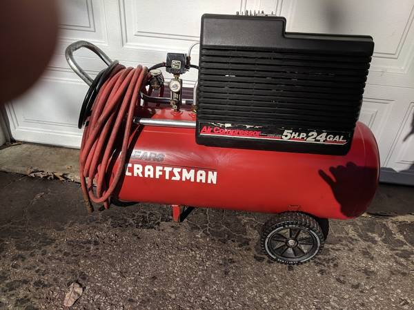 Photo CRAFTSMAN Air Compressor - $245 (East Troy)