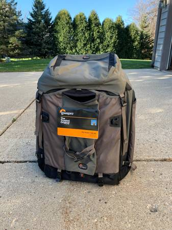 Photo Camera Back Pack New never used - $110 (Brookfiedl)
