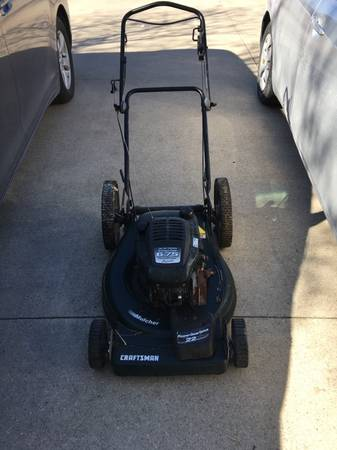 Photo Craftsman Eager-1 6.75HP Non Self-Propelled Lawn Mower - $80 (Muskego)