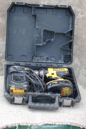 Photo Dewalt 18 volt cordless drill - $20 (Richfield)