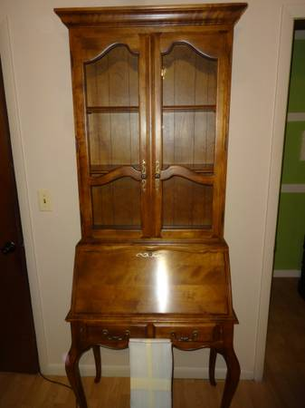 Photo French Country Ethan Allen Secretary Desk - $800 (West Bend)