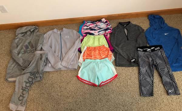 Photo Girls large Nike, adidas, under armor - $30 (Pewaukee)