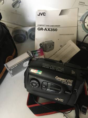 Photo JVC Compact VHS Camcorder - $99 (Glendale)