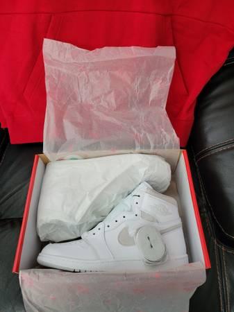 Photo Jordan Retro 1 High Neutral Grey Size 12.5 - $425 (Milwaukee)