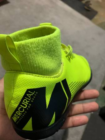 Photo Kids indoor soccer shoes - $50 (MILWAUKEE)
