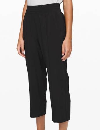 Photo Lululemon Mid Rise Wanderer Crop - Black - Size 4 - New With Tags - $65 (Wauwatosa)
