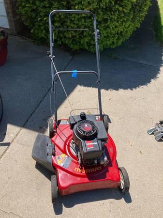 Photo Murray Push Lawn Mower - $40 (Kewaskum)
