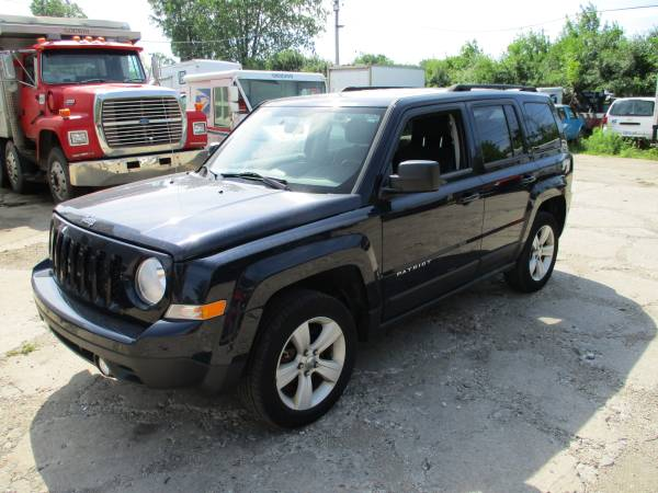 Photo Parting out 2011 Jeep patriot blue 2.4 (menomonee falls)