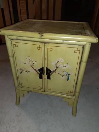 Photo Pier 1 Accent table - $10 (Milwaukee)