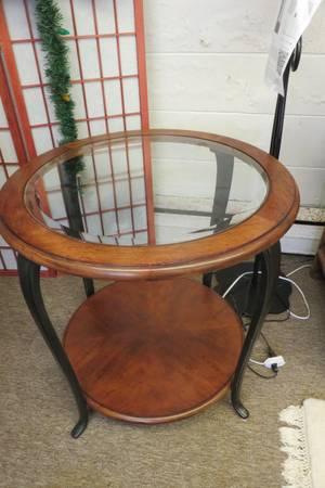 Photo Round Beveled Edge Glass Insert EndAccent Table - $138 (Milwaukee)