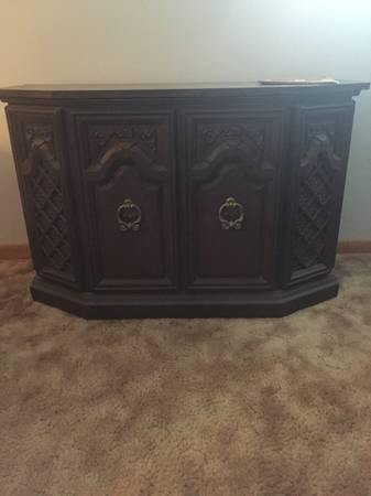 Photo Sears Spanish Credenza Stereo Console Music System - $125 (Greenfield)