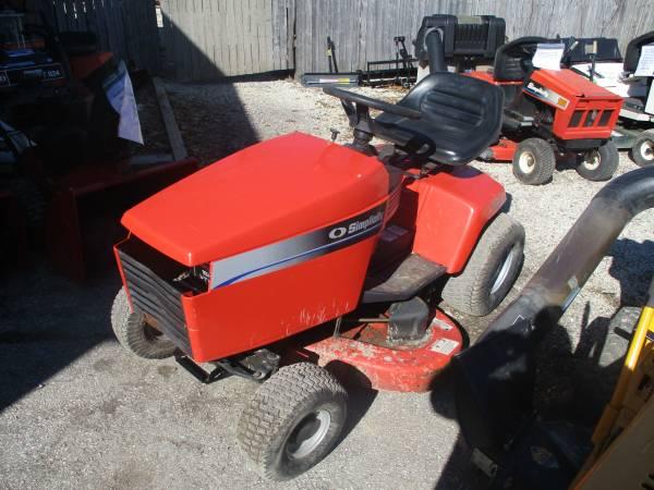Photo Simplicity Broadmoor Tractor 16hp V Twin Briggs Vanguard 443939cut Hydro - $595 (Big Bend)
