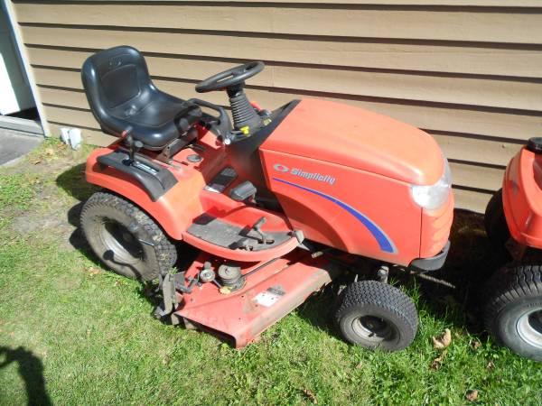 Photo Simplicity Broadmoor Tractor riding mower - $900 (hubertus)