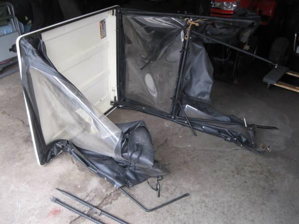 Photo Simplicity Sovereign Newer Black Cab - $450 (Waukesha)