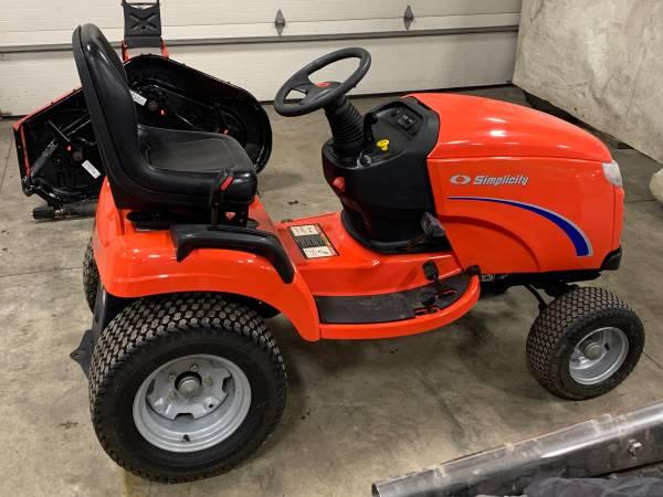 Photo Simplicity prestige 50 deck lawn mower rider - $2800 (Lannon wi)