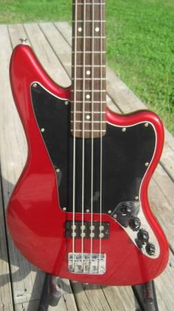 Photo Squier VM Jaguar Special bass guitar - $225 (new berlin)