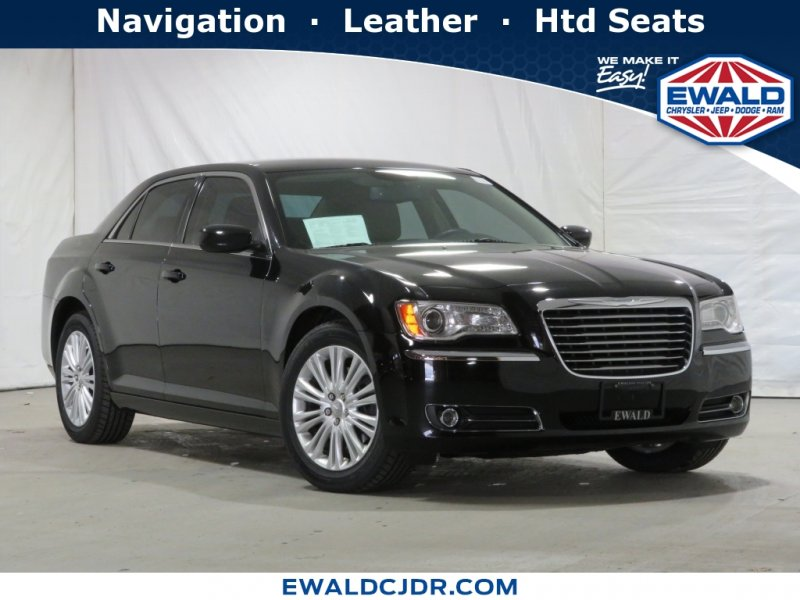 Photo Used 2014 Chrysler 300 AWD for sale