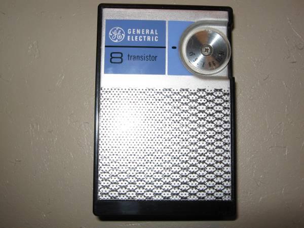 Photo VINTAGE GENERAL ELECTRIC 8 TRANSISTOR AM RADIO - $5 (44thRAWSON IN FRANKLIN)