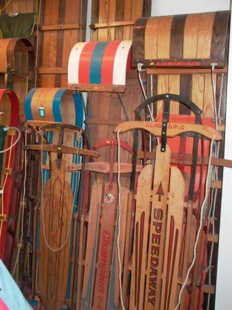 Photo VINTAGE WOOD AND STEEL CHILDREN39S SNOW SLEDSLEDS - $75 (Milwaukee)