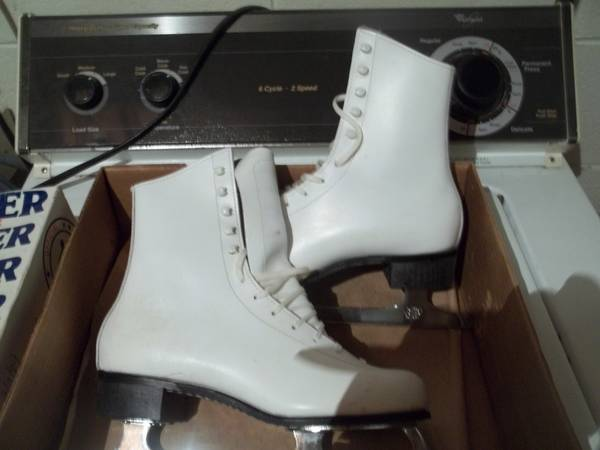 Photo Various Ice Skates - $15 (new berlin)