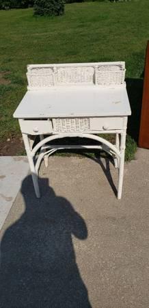 Photo White Wicker Desk - $40 (Franklin)