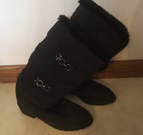 Photo Womens Winter Boots Size 7 - $10 (Fox Point)