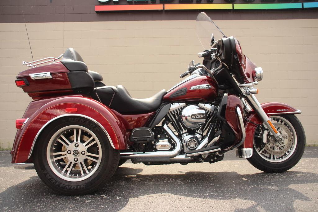 Photo 2016 Harley-Davidsonxc2xae FLHTCUTG - Tri Glidexc2xae Ultra $26999