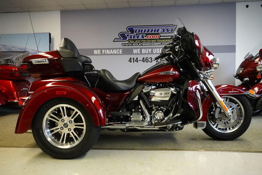 Photo 2017 Harley-Davidsonxc2xae FLHTCUTG - Tri Glidexc2xae Ultra $28999