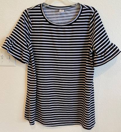 Photo WOMENS WEST LOOP A-LINE SHIRT  - $7 (Mequon)