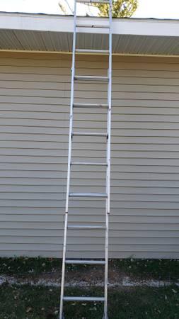 Photo ____Excellent Like New 16 foot Aluminum Extension Ladder____ - $40 (Menomonee Falls)
