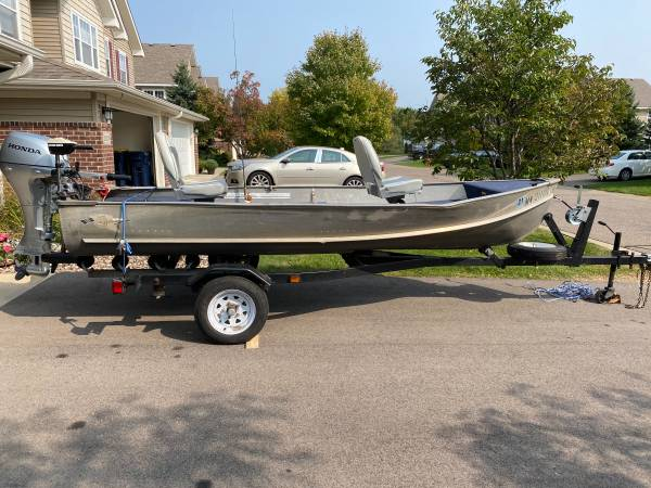Photo 1960 Crestliner Bass Boat - $1,000 (lakeville)