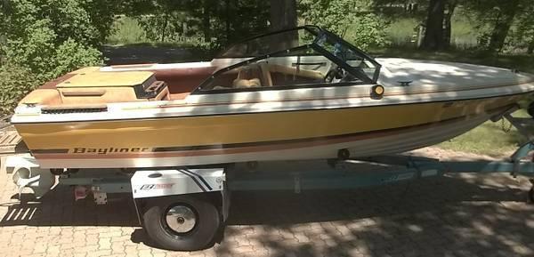 Photo 1978 Bayliner Mutiny 17 Foot BoatEZ Loader Roller Trailer270 Volvo - $6,000 (STACY)