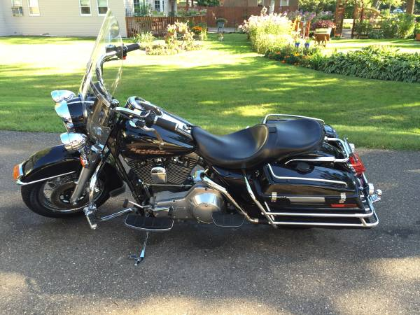 Photo 1998 Harley Davidson Road King - $6,000 (LITTLE CANADA)