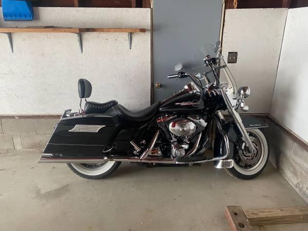 Photo 2005 Harley Davidson Road King - $8,000 (Rosemount)