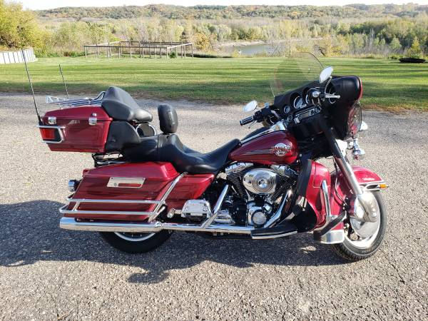 Photo 2006 Harley Ultra Classic 5,000 Miles - $10,900 (Belle Plaine)