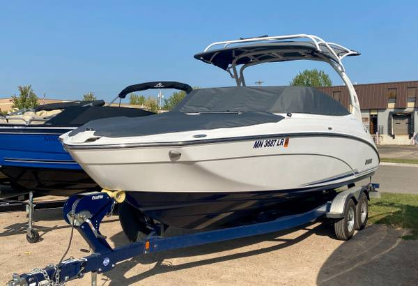 Photo 2017 Yamaha 242 Limited S E-Series Jet Boat VERY CLEAN - $64,995 (Red Wing)