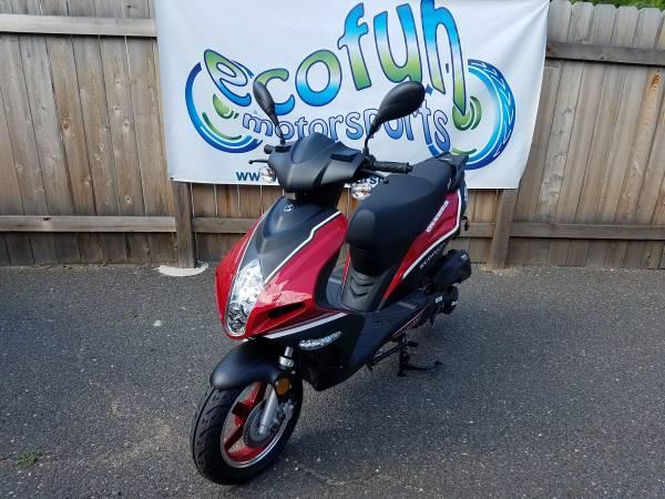Photo 2018 Red Bintelli Scorch 49cc Scooter YEAR END SALE - $1299 (Forest Lake Ecofun Motorsports)