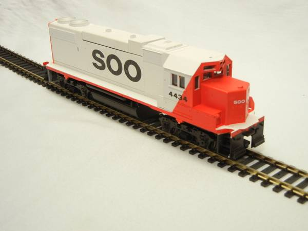 Photo Athearn Blue Box GP38-2 Soo Line Diesel Locomotive, HO Scale, New - $60 (Little Canada)