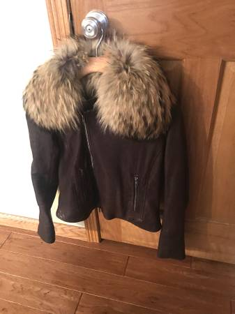 Photo BEAUTIFUL WOMENS THEORY BROWN LEATHER JACKET with FOX COLLAR Size MED - $250 (Edina)
