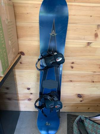 Photo BURTON Freestyle Snowboard 5.5 - Air S.S. with Bindings - VINTAGE - $295 (excelsior)