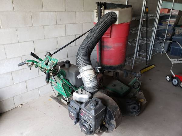 Photo Bob-Cat walk behind commercial mower with Trac-Vac vacuum - $800 (LINDSTROM)