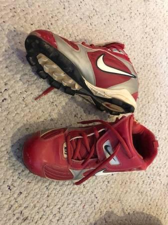 Photo CLEATS - Red Baseball Nike, Mens sz 6 - $5 (New Brighton)