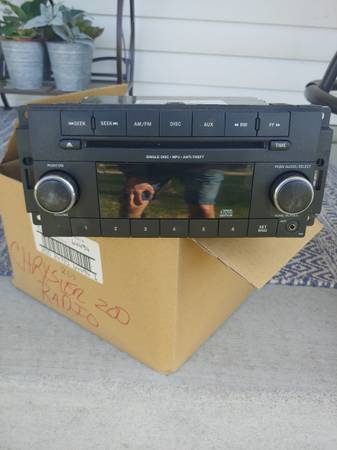 Photo Chrysler 200 OEM Radio - $20 (SAINT MICHAEL)