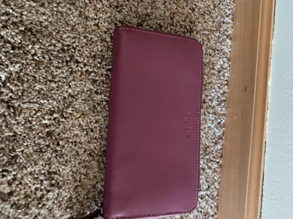 Photo Coach Womens Accordion Leather Wallet-like new - $30 (Hugo)